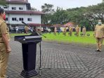 Bupati Minut Joune Ganda saat pimpin Apel Perdana. (FOTO: Istimewa)